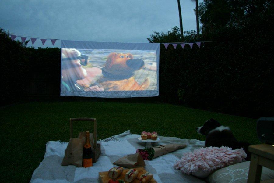 DIY Outdoor Cinema | Pretty Fluffy